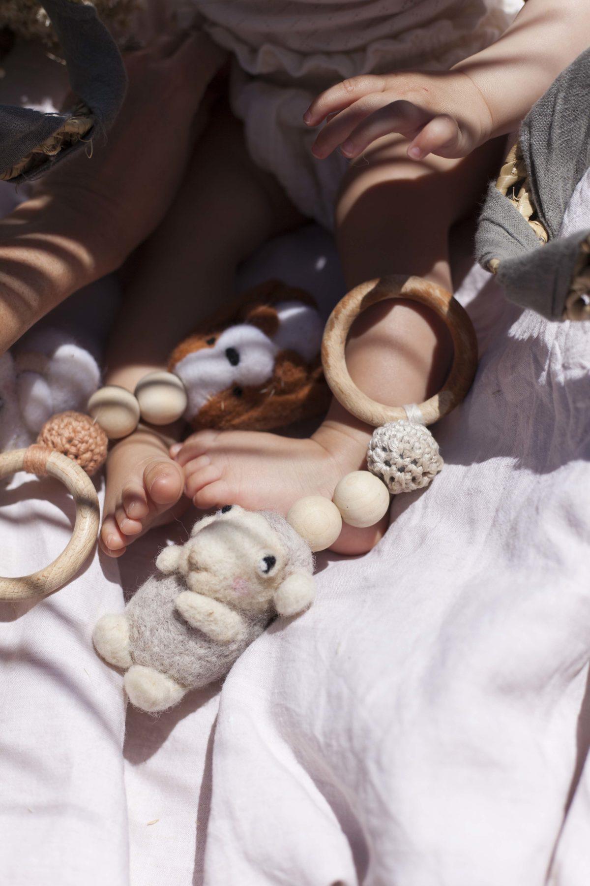 sam le mouton jouet d'éveil 3 en 1 - un nid dans les nuages
